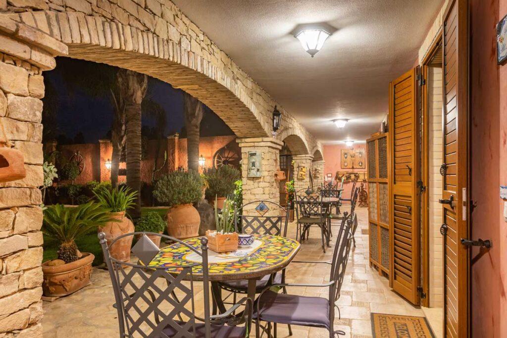 bed-and-breakfast-villa-flumini-night-veranda
