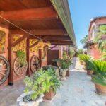 bed-and-breakfast-villa-flumini-ruote-vialetto-lato-sinistro