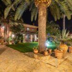 bed-and-breakfast-villa-flumini-ingresso-appartamento-uno-lato-sinistro-notturna2